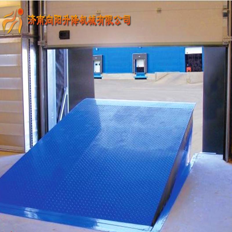 固定式登车桥是现实货物快速装卸的专用辅助设备